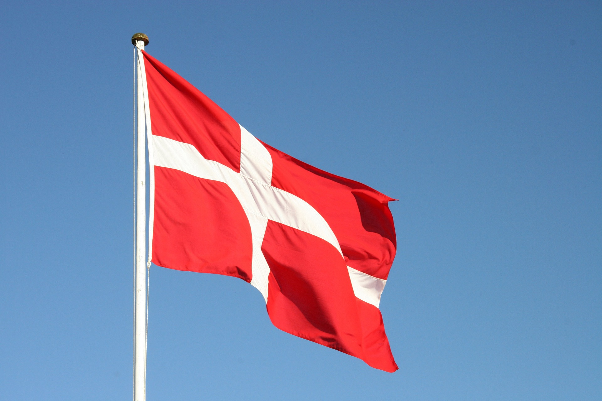 Vælg danske flag og regnbueflag hos Langkilde & Søn